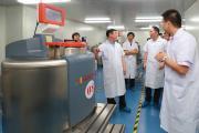 省卫计委阚主任为河南省人类遗传资源中心干细胞库揭牌